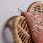 Le décor de Jules - Décoratrice d'intérieur Lille - Conseil en aménagement & décoration intérieure - fauteuil en rotin et coussin Jamini